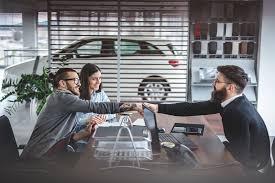 giao xe cho khách hàng