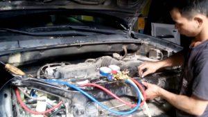 Nạp gas vào hệ thống điều hòa ô tô