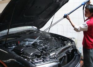 Giá rửa khoang máy ô tô