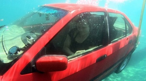 Cách thoát hiểm khi ô tô chìm dưới nước