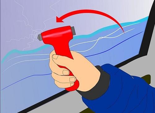 Kỹ năng thoát hiểm khi ô tô rơi xuống nước