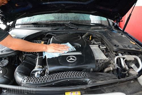 rửa khoang máy ô tô