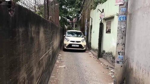 ô tô trong ngõ hẹp