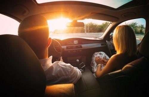 nắng chói khi lái xe