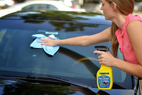 rửa kính xe ô tô