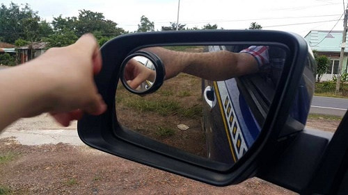 Gương xe khó điều chỉnh