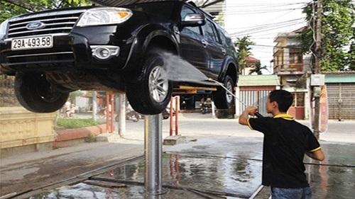 Làm sạch gầm xe