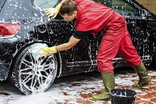 Không nên sử dụng một thùng nước khi rửa xe