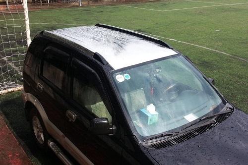 Tem dán nóc xe hơi có thể che vết xước