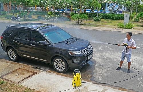 Rửa ô tô con tại nhà