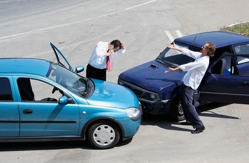 Khi xảy ra tai nạn giao thông người lái xe nên làm gì