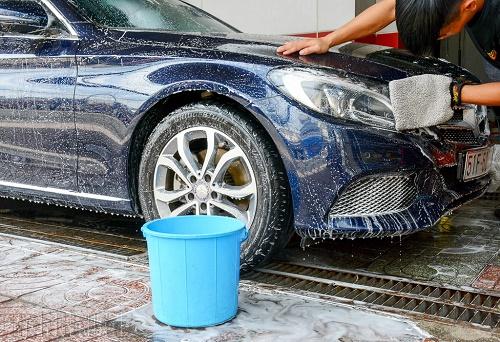 Tẩy bụi sơn cửa xe hơi