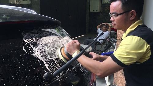 Nhận tẩy bụi sơn dính trên xe theo yêu cầu