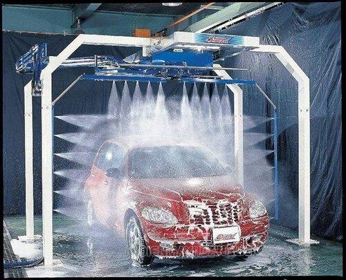 phục vụ rửa xe ô tô tận tình